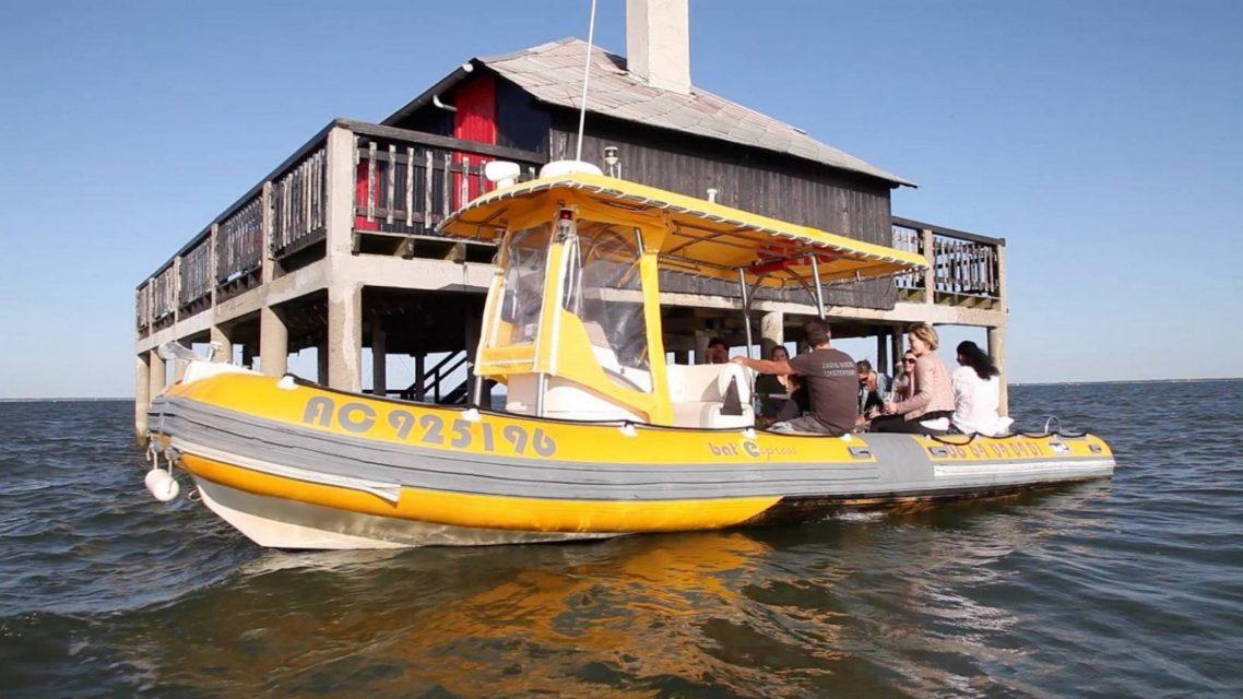 Taxi bateau sur le bassin d'Arcachon